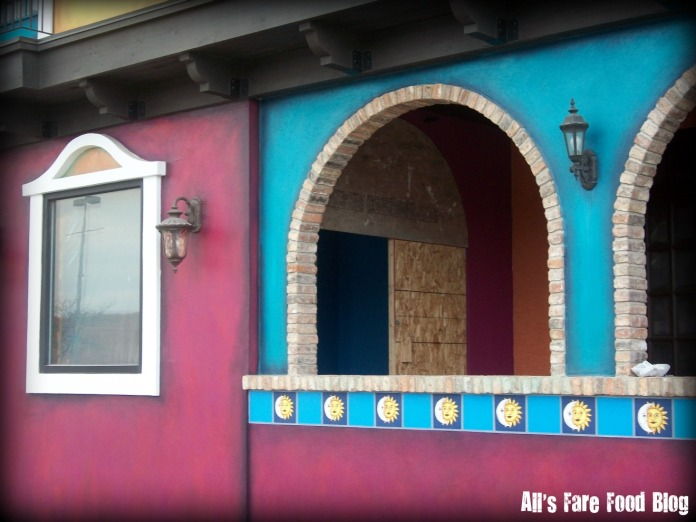 El Beso construction - front door