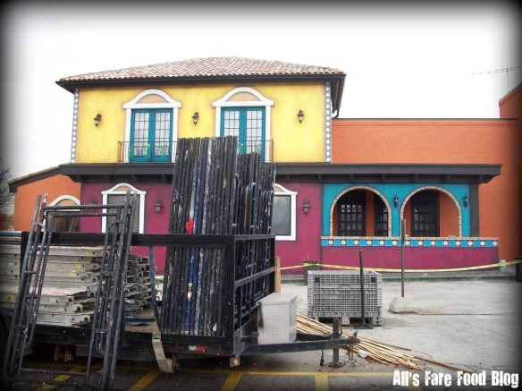 El Beso construction photo