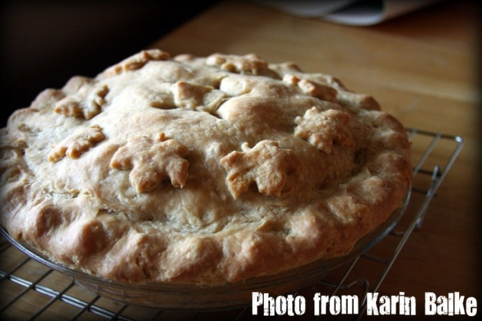 Apple pie finished out of the oven.