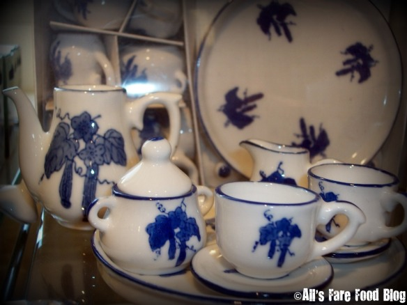 Tea set at the Constitution gift shop