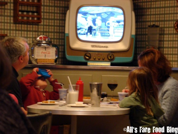 A TV table at '50s Prime Time Cafe at Disney's Hollywood Studios park.
