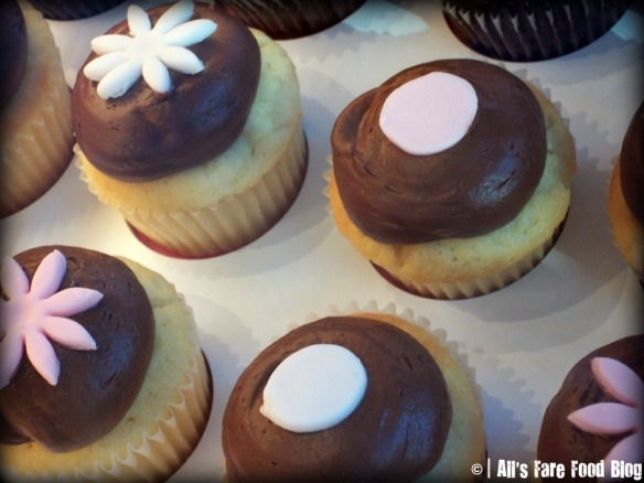Kara's Cupcakes Decorations